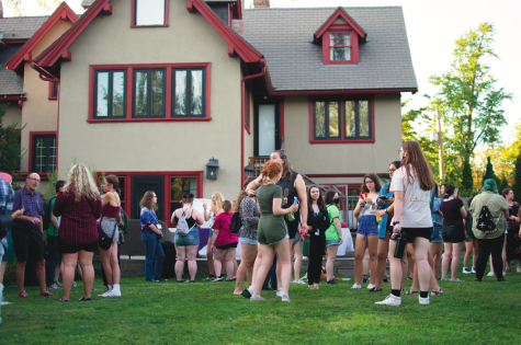 A dessert reception at President Dr. David Finegolds house. First-year students and others gathered to mingle in late August. Photo Credit: Lily Kubit