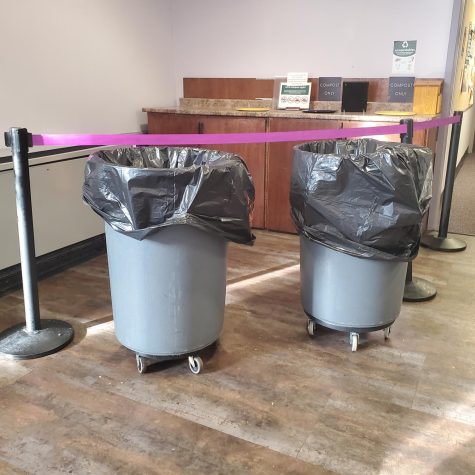 Trash bins in Anderson Dining Hall with black bags indicate that post-consumer food waste is not being composted. Photo Credit: Riley Hurst Brubaker